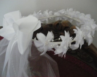 First Communion Flowers with Pearl Centers Wreath with Sewn Edged Veil ,Bow with Knot Center,Ribbon and Pearl Streamers, New