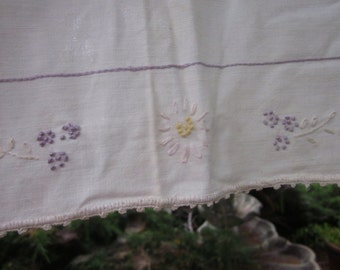 Vintage Table Pelmet Half TableCloth White Cotton Embroidered Lavender Pink Daisy Flower Basket A4