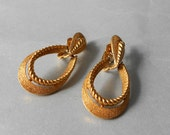 Trifari Textured Clip On Earrings Gold Tone - artsix