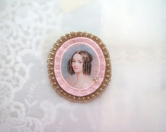 genre painting brooch - cameo brooch - pale pink and camel brooch with lady portrait - felt brooch  - gift for her - museum painting brooch