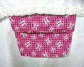 Bed pocket, pink, skull design