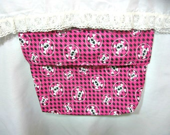 Bed pocket, pink, skull design