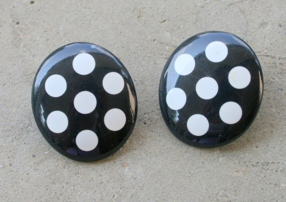 1980s Vintage POLKA DOT Oval Earrings....retro accessories. oval. pierced ears. kitsch. 80s jewelry. costume jewelry. black and white