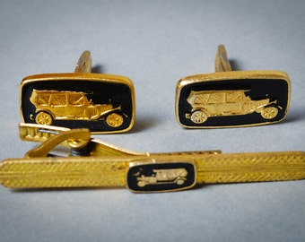 Set of Pair of vintage metal cuff links  and tie bar clip with enameled retro car decor