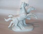 White Porcelain Horse Figurine Sculpture - Excellent Condition