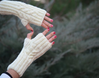 SALE /Winter  Cream Wool Lace Slouch Hat and Fingerless Gloves Winter Accessories Winter Fashion