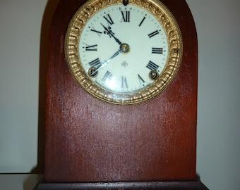 Amsonia Eight Day Henley Mantle Clock Oak Wood Case 6 1/4 New York