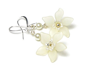 Ivory Pearl Swarovski Crystal Off White Flower Silver Dangle Earrings, Romantic Wedding Earring, Floral Bridal Jewelry, Dainty Cream Flowers