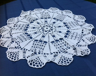 SALE White hand crochet doily, applique