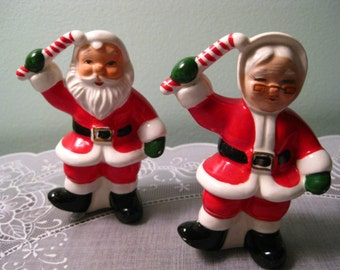 Vintage Salt and Pepper Shakers - Napco Santa & Mrs. Clause Shaker Set - Napco Christmas Shakers - Santa Shakers - Christmas Kitchen