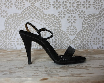 Vintage 1970's Sbicca Black Leather and Plastic Heels 7.5 N
