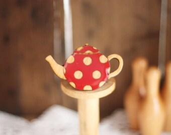 Spotty Teapot Brooch (Red)