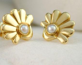 Solid 18K Gold Pearl Stud Earrings