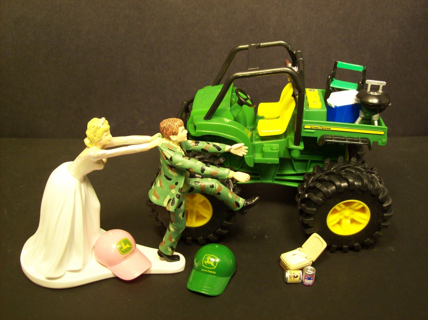 john deere wedding cake toppers no gator deere and groom in camo wedding cake 16604