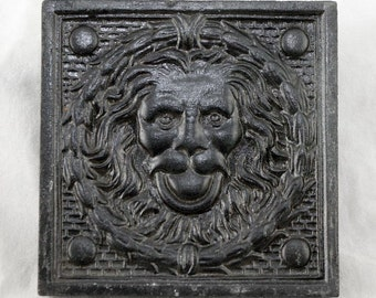 Lion head tile