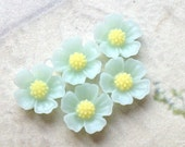 11 mm Peppermint Green Resin Flower Cabochons  (.s)