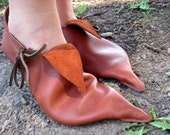 Closed Poulaine: Handmade Medieval Shoe