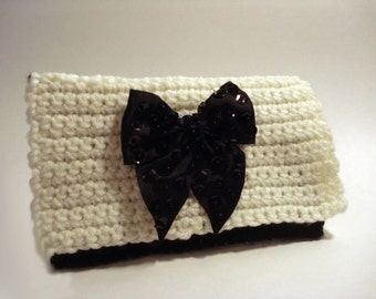 White and Black Sequin Bow Crocheted Purse Handbag Clutch Wristlet Crochet