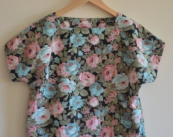 Rose Print Festival Box Sleeve top/blouse - Size 8
