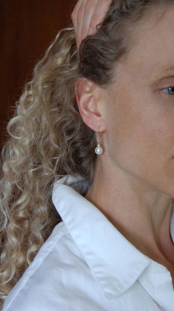 Pearl Earrings Small Dangle Earrings - Simple Earrings Gold Earrings Bridal - Everyday Earrings Pearl Drop Earring