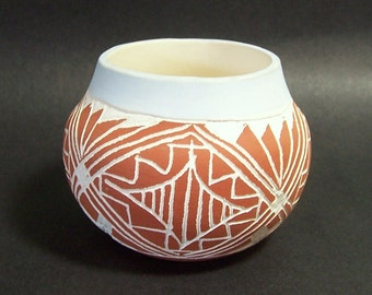 ACOMA POTTERY - Small Native American Pot from Sky City, New Mexico - Terracotta & White - Signed