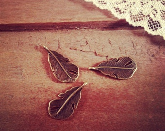 Feather Charms Antique Bronze Feather Charm Woodland Charm Small Feathers Charm Vintage Style Pendant Charm Jewelry Supplies (AR061)