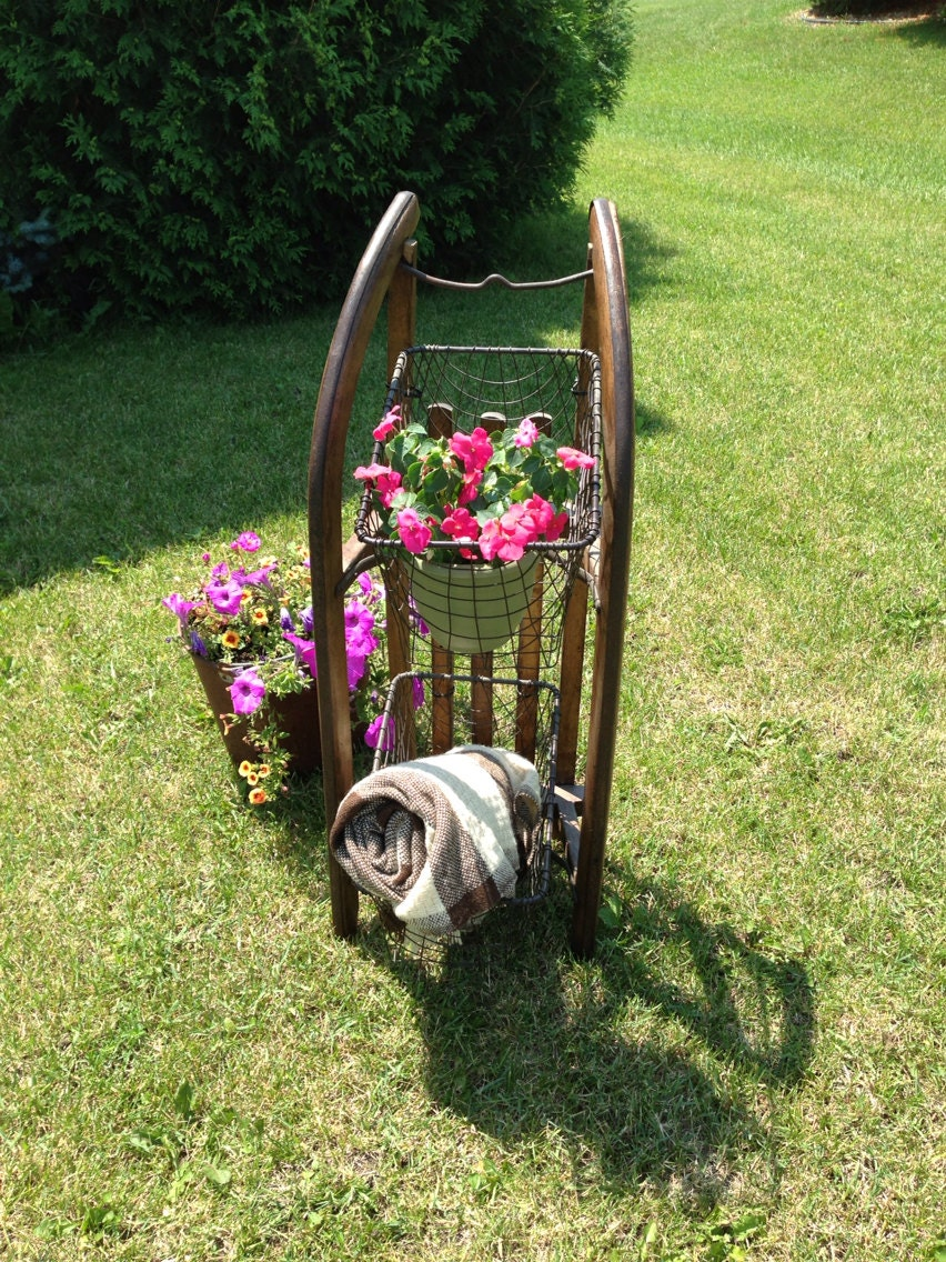 Antique sled with baskets wire baskets wood sled for Antique sled decoration
