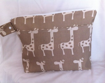 Large Wet Bag with Dry Pocket in Natural/Beige Giraffe