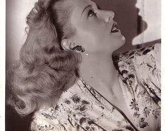 Headshot of Elaine Shepard top Manhattan model and billboard beauty.
