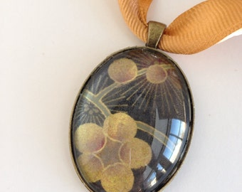 Necklace Oval Floral Pendant with Beveled Glass