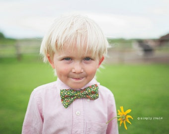 Boys Bow Tie - Vintage Olive Green Floral