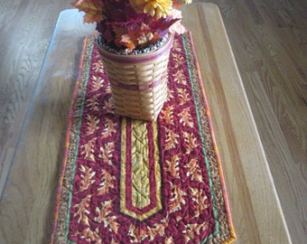 Bright, Colorful Fall Oak Leaf Table Runner