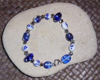 Blue and white glass bead bracelet