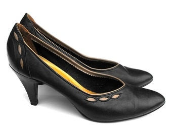 1950s Black & Tan Stilettos Vintage Vamp Mid Century Town and Country High Heels Embossed Eyelet Edging Dark Navy Ruffled Insole Court Shoes