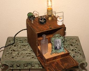 Diabolical box lamp