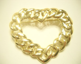 GOLD TONE HEART Brooch (1221)