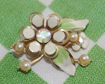 Vintage 1960s Pin Brooch: Coro Flower Power Small White Metal with AB Center Pearls