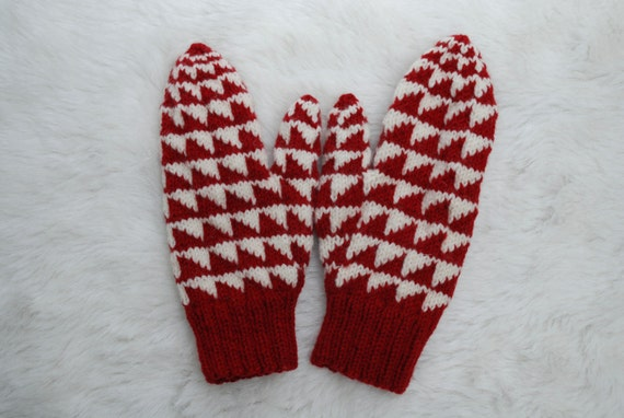 Traditional Double Knit Sawtooth Mittens Red and White