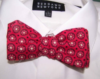 Red Print Bow Tie - Preppy - Wedding Bow tie -   Men's Bow Tie -  Free Style Adjustable  - clip on - pretied - Great for Weddings