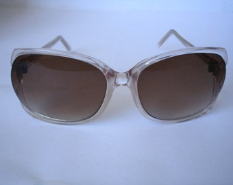 Amazing Vintage  Women's Oversize Sunglasses - See our huge collection of vintage eyewear