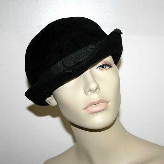 womens vintage hat 1950s black fur felt derby bowler style