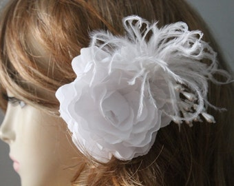 White   color    flower  clip  4.5 inch wide