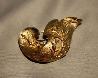 Sarah Coventry Vintage Gold Tone Brooch