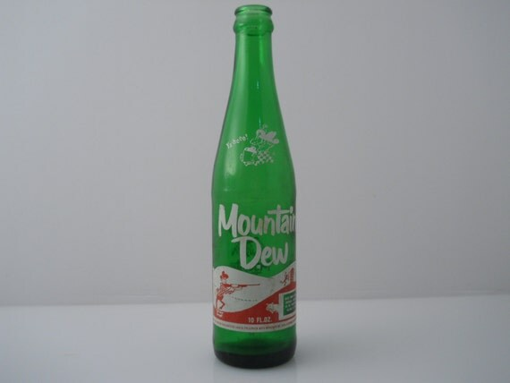 Mountain Dew ACL 10 oz Itll Tickle Yore Innards Bottle c 1969
