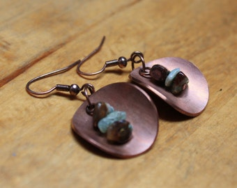Copper and chrysoprase small circle metal earrings