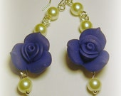 Elegant blue roses with pearls (Polymer clay)