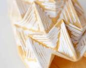 Origami para llevar: serigrafía en blanco sobre tela de algodón