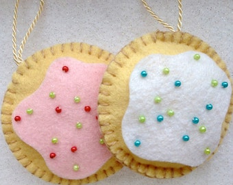 Padded felt Christmas sugar cookie tree ornament in a choice of 2 colours