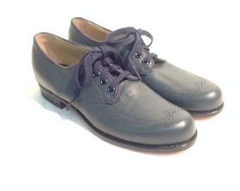 Women's Vintage 60's Navy Blue Wingtip Oxford Dress Shoes by Drew Size 6 1/2 AA