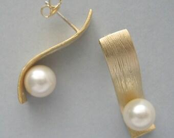 Genuine Swarovski  Earrings - Ivory Swarovski Pearls in Gold Plated - Ivory Earrings - Stud Earrings - Wedding  Jewelry - DK523